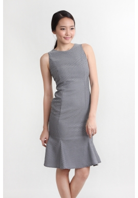 Emboss Mermaid Seam Dress in Mono