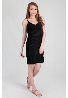 Felt Pleated Spag Dress in Black