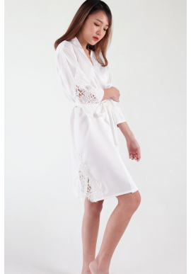 Ari Eyelash Lace Satin Robe in White
