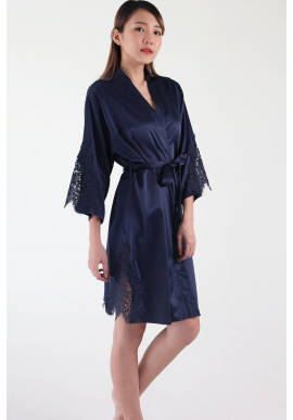 Ari Eyelash Lace Satin Robe in Midnight Blue